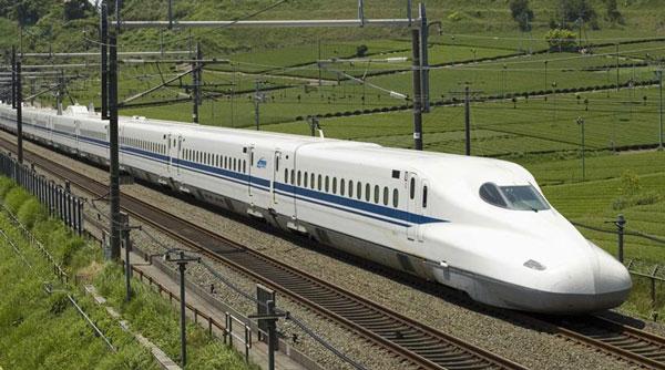 perierga.gr - Τρένο με καθρέφτες στο εξωτερικό του, ενσωματώνει το περιβάλλον!
