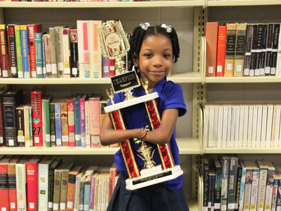perierga.gr - 7χρονη χωρίς χέρια κέρδισε σε διαγωνισμό καλλιγραφίας!