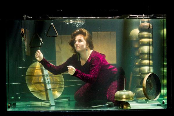 perierga.gr - AquaSonic: Το πρώτο υποβρύχιο συγκρότημα!
