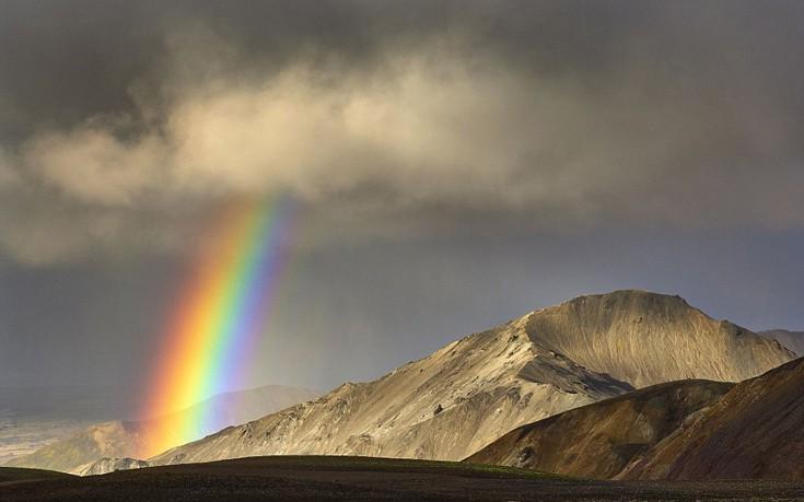 perierga.gr - Όμορφα τοπία της Ισλανδίας κάτω από το ουράνιο τόξο!