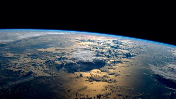 perierga.gr - Η 24ωρη κίνηση της Γης από τον Διεθνή Διαστημικό Σταθμό!