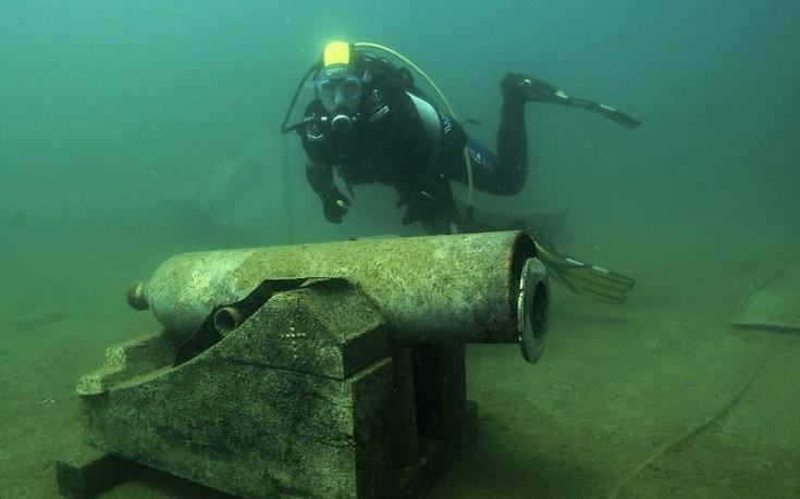perierga.gr - Aσυνήθιστο υποβρύχιο μουσείο μέσα σε αυστριακή λίμνη!
