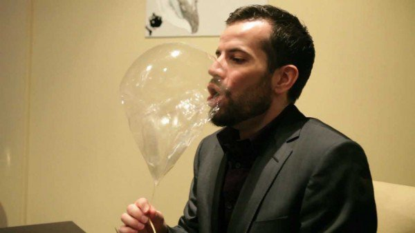 perierga.gr - Μπαλόνι με ήλιο τρώγεται σαν επιδόρπιο!