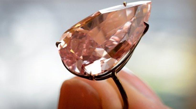perierga.gr - 31 εκ. δολάρια για το μεγαλύτερο ροζ διαμάντι!