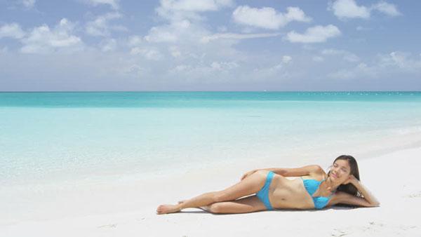 perierga.gr - Οι γυναίκες που κάνουν ηλιοθεραπεία ζουν περισσότερα χρόνια!