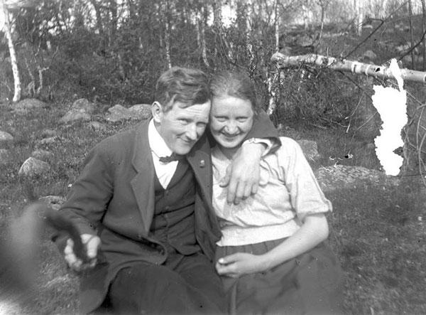 perierga.gr - Το πρώτο Selfie Stick σε μια φωτογραφία του 1934!
