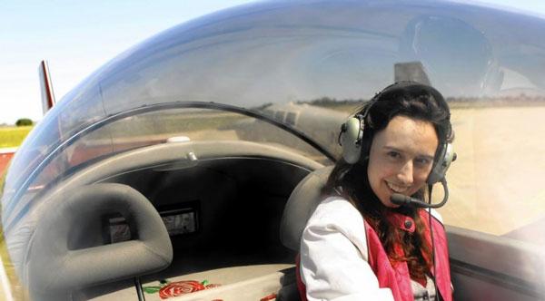 perierga.gr - Στα 14 της έφτιαξε αεροπλάνο, στα 22 της είναι υποψήφια Διδάκτωρ του Χάρβαρντ!
