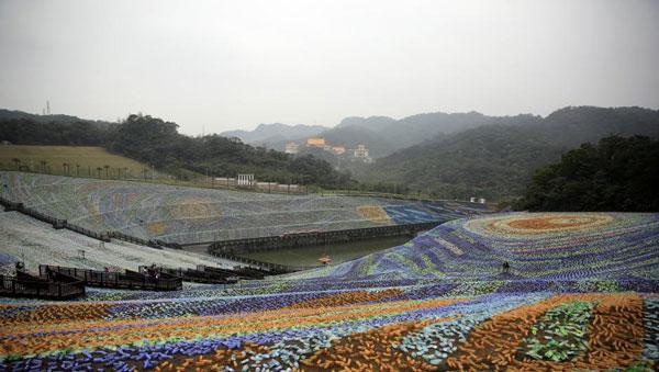 perierga.gr - Πίνακας του Βαν Γκονγκ από 4 εκατ. πλαστικά μπουκάλια!