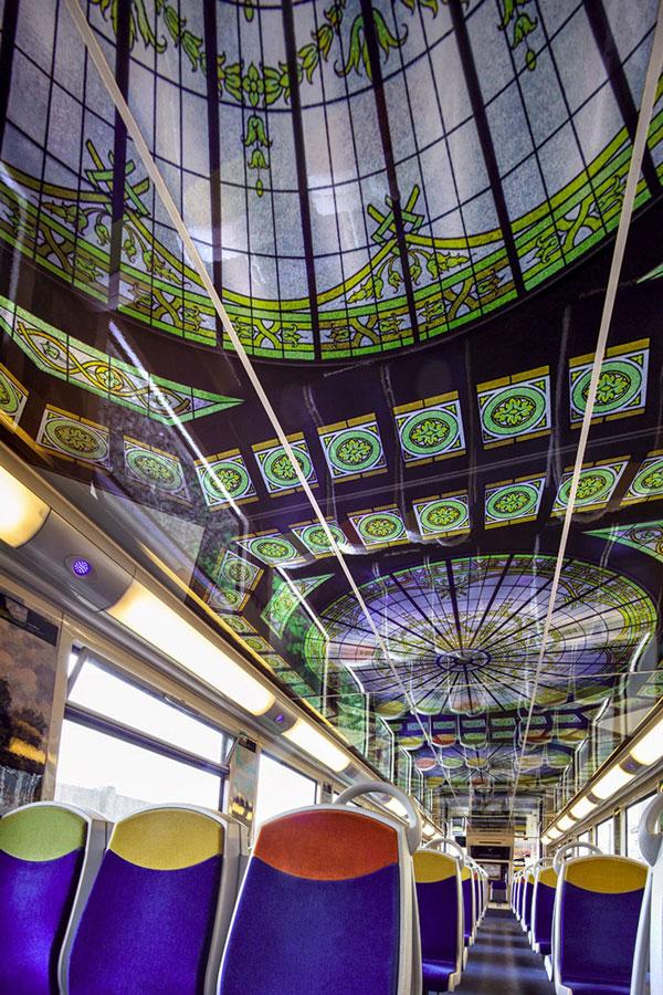 perierga.gr - Τα τρένα στο Παρίσι γίνονται... κινητά μουσεία!