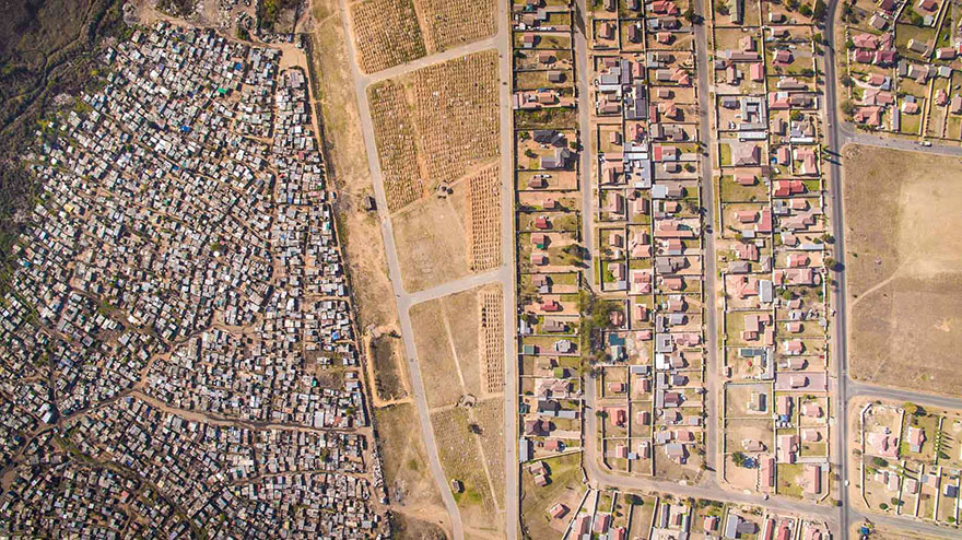 perierga.gr- Γειτονιές πλουσίων & φτωχών από ψηλά!
