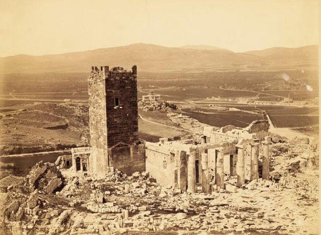 perierga.gr - Ο χαμένος Πύργος της Ακρόπολης!