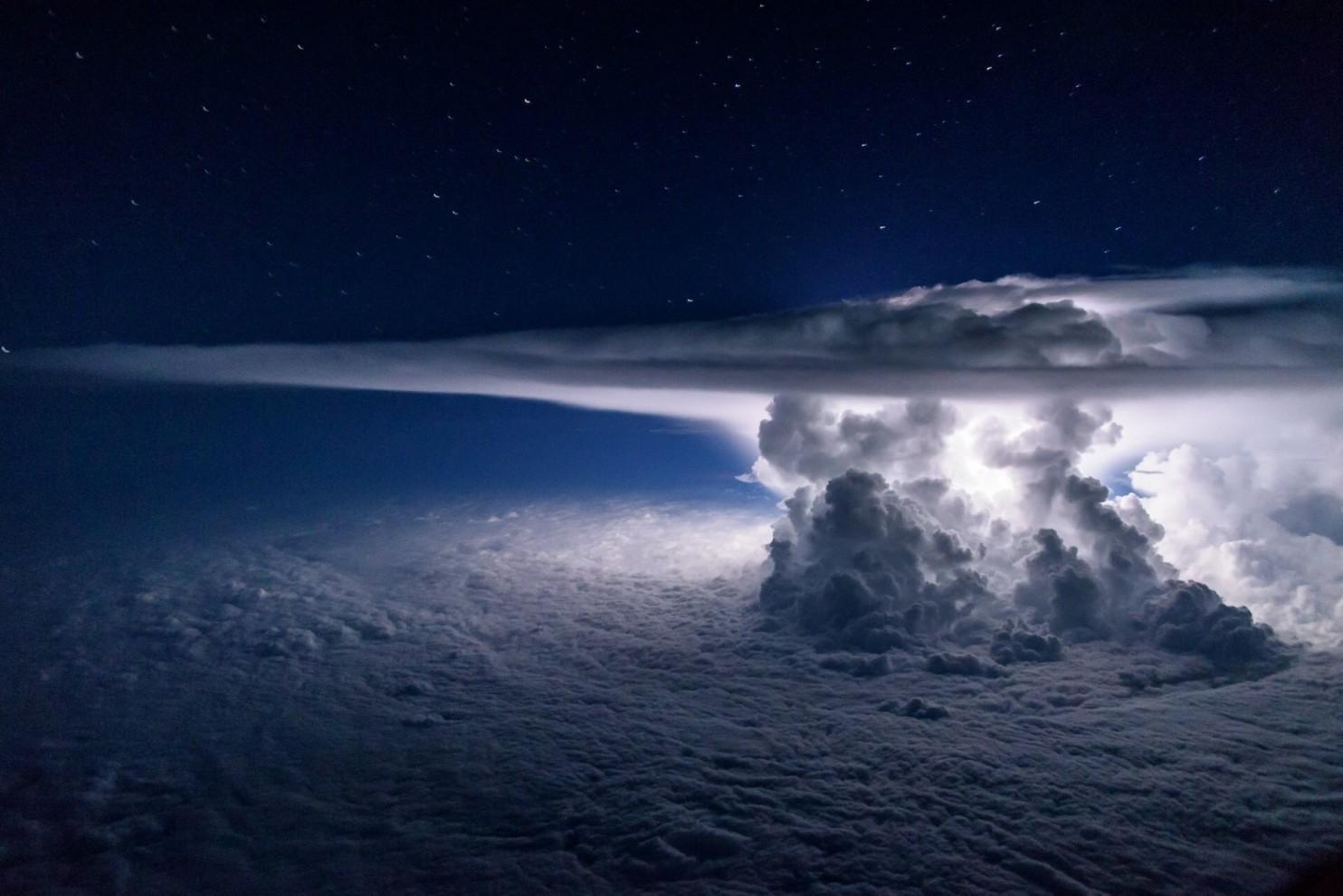 perierga.gr - Εντυπωσιακή καταιγίδα πάνω από τον Ειρηνικό!