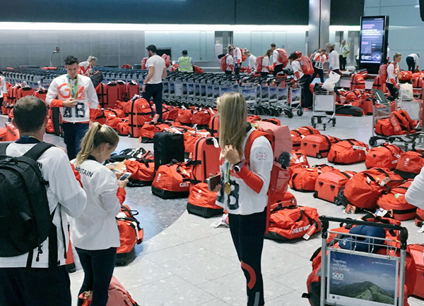 Perierga.gr - Οι Βρετανοί αθλητές είχαν όλοι τις ίδιες αποσκευές