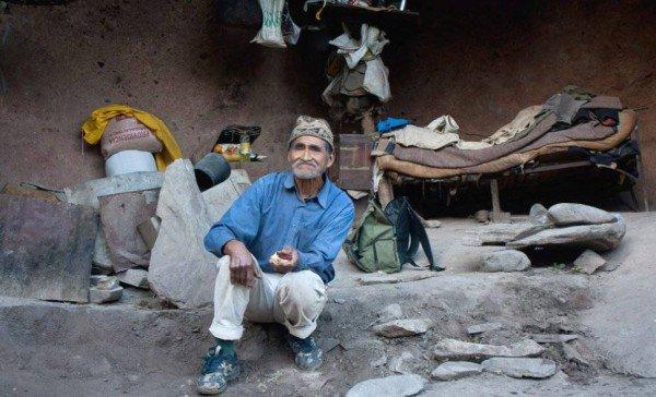 "perierga.gr - Σύχρονος ""άνθρωπος των σπηλαίων"" ζει στη φύση 40 χρόνια!"