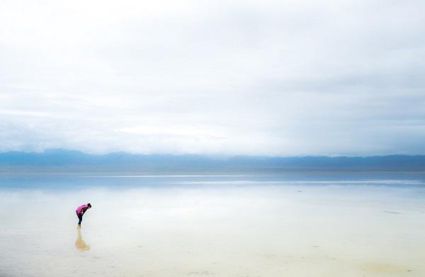 perierga.gr - Λίμνη... καθρέφτης στην Κίνα!