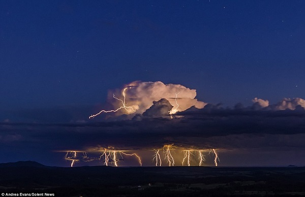 perierga.gr - Εκπληκτικές αστραπές στον ουρανό!