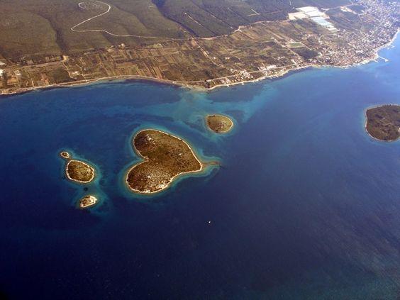 "perierga.gr - To ""Νησί του Έρωτα"" σε σχήμα καρδιάς!"