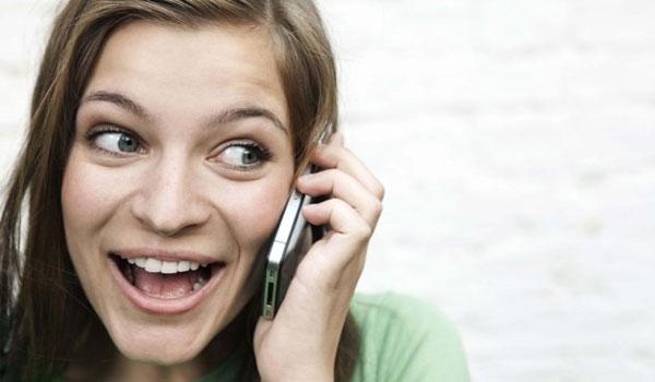 Γιατί βαδίζουμε ασυναίσθητα όταν μιλάμε στο τηλέφωνο;