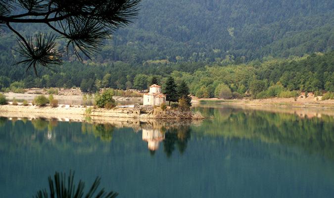 Η μοναδική ομορφιά των ελληνικών λιμνών!
