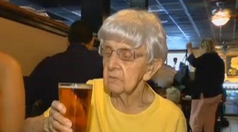 perierga.gr - Ένα ποτήρι μπύρα την ημέρα... το μυστικό για «αιώνια» ζωή!