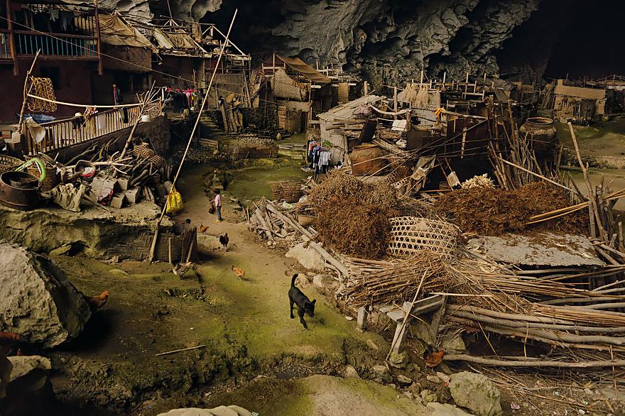 perierga.gr - Χωριό 100 κατοίκων μέσα σε σπηλιά!