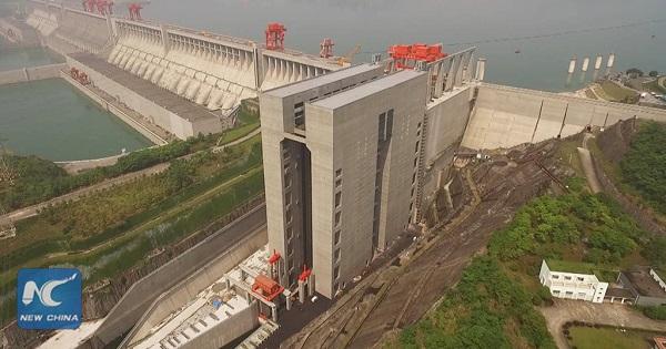 perierga.gr - Το μεγαλύτερο ασανσέρ στην Κίνα... σηκώνει πλοία!