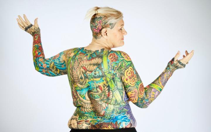 perierga.gr - Η γυναίκα με τα περισσότερα τατουάζ!