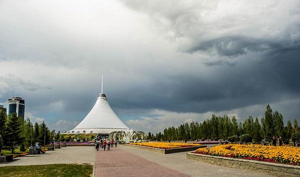 """perierga.gr - Το """"Μάτι του Θεού"""" στον ουρανό του Καζακστάν!"""