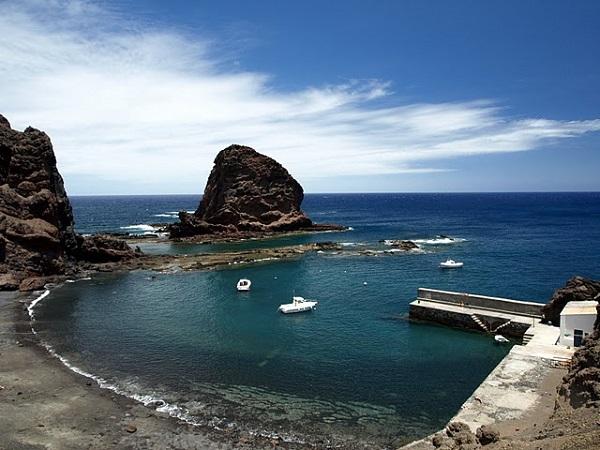perierga.gr - Mαύρες παραλίες από όλο τον κόσμο!