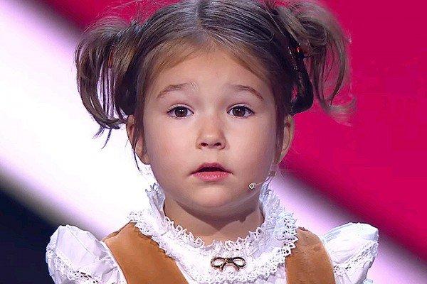 perierga.gr - 4χρονο κοριτσάκι μιλά 7 γλώσσες!