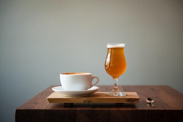 perierga.gr - Τι συμβαίνει στον εγκέφαλo όταν καταναλώνεις μπύρα ή καφέ;