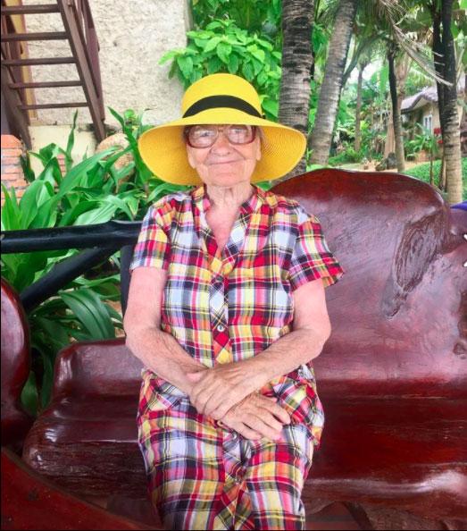 perierga.gr - 89χρονη ηλικιωμένη ταξιδεύει ολομόναχη στον κόσμο!