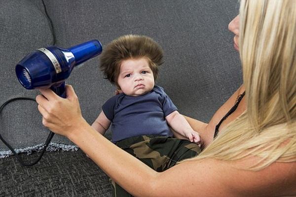 perierga.gr - Μωρό με... απίθανα μαλλιά!