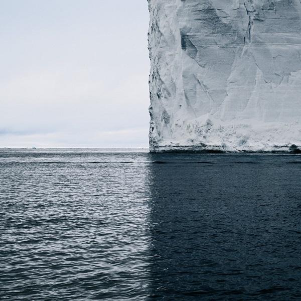 perierga.gr - Η σκιά ενός παγόβουνου... κόβει τον κόσμο σε τεταρτημόρια!