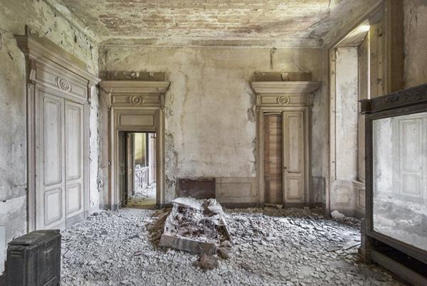 Perierga.gr-Εντυπωσιακές φωτογραφίες από εγκαταλελειμμένα ευρωπαικά παλάτια