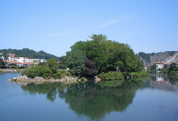 perierga.gr - Νησί αλλάζει χώρα κάθε 6 μήνες!