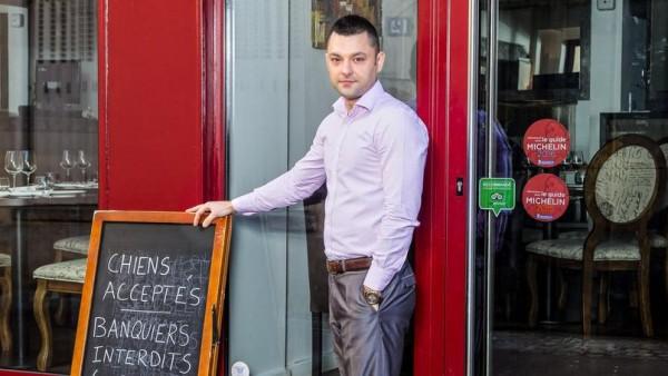 Perierga.gr - Ιδιοκτήτης εστιατορίου απαγορεύει την είσοδο σε τραπεζίτες!