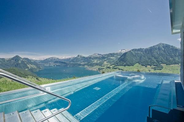 Πισίνα με εκπληκτική θέα!