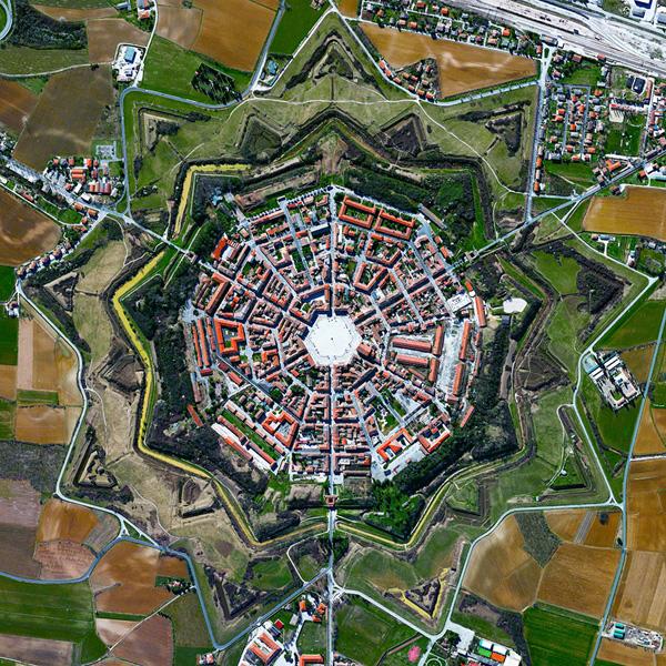Perierga.gr- Παράξενες δορυφορικές φωτογραφίες