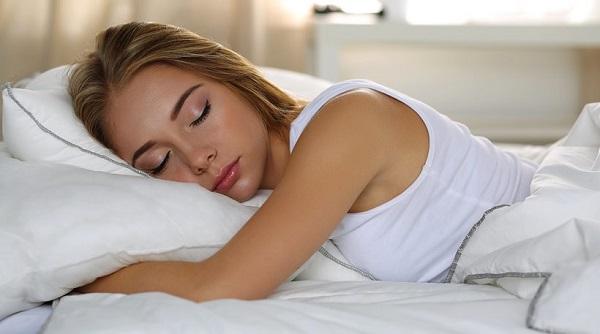 Θέλετε να αυξήσετε το μισθό σας; Κοιμηθείτε 60 λεπτά επιπλέον την εβδομάδα!