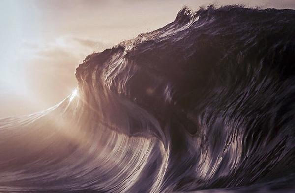 """Perierga.gr-Φωτογράφος """"παγώνει"""" τα εντυπωσιακά κύματα του ωκεανού"""