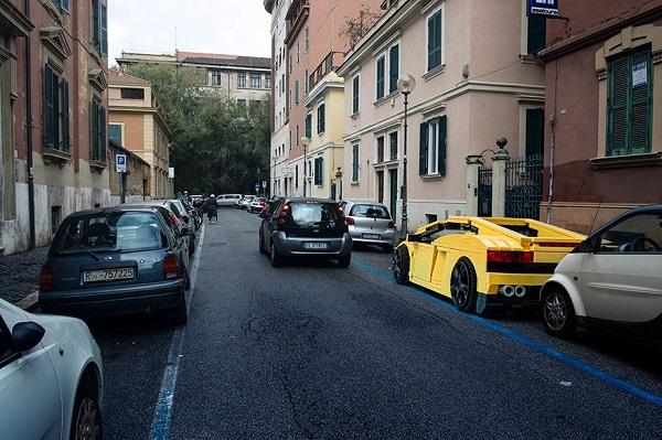 Οχήματα Lego γέμισαν τους δρόμους της Ρώμης!
