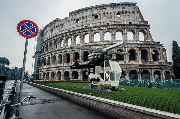 perierga.gr - Οχήματα Lego γέμισαν τους δρόμους της Ρώμης!