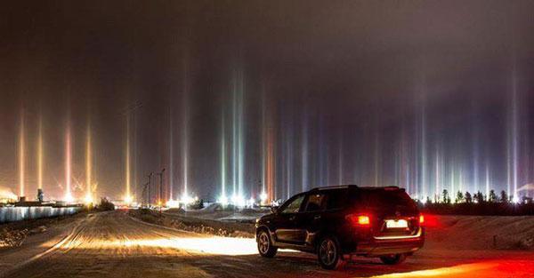 perierga.gr - Πυλώνες φωτός στον ουρανό της Ρωσίας!