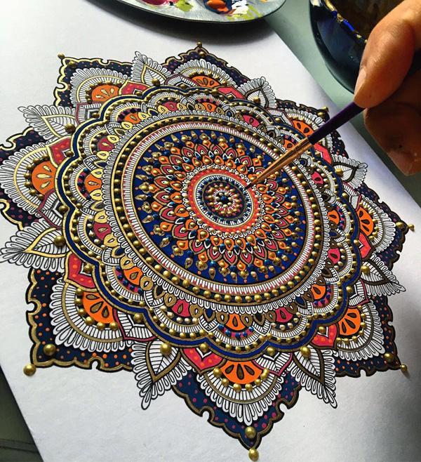 Perierga.gr-Εντυπωσιακά σχέδια mandala από φύλλα χρυσού