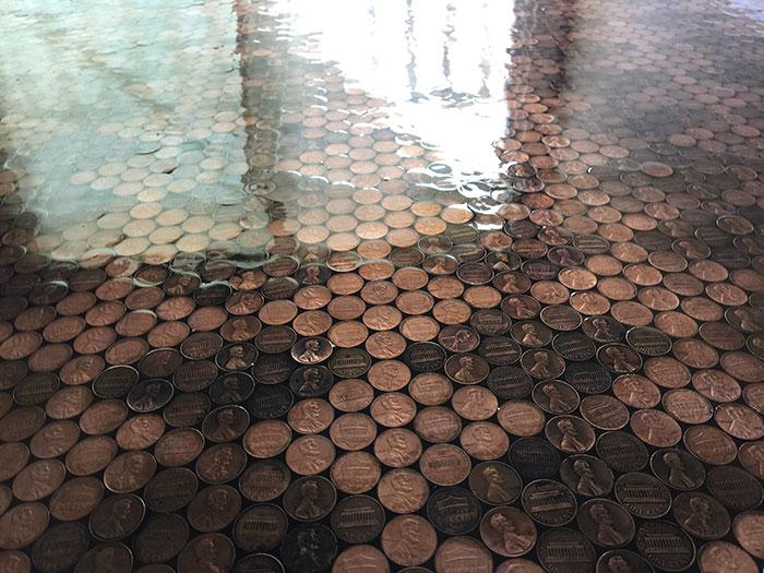 perierga.gr - 13.000 κέρματα για ένα... δάπεδο!