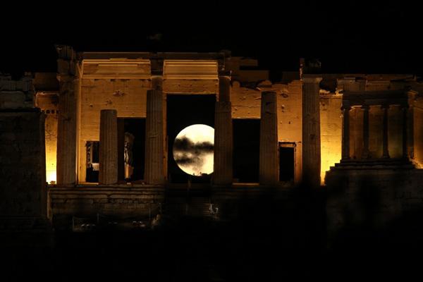 Perierga.gr-Φωτογραφίες του Supermoon απ' όλον τον πλανήτη