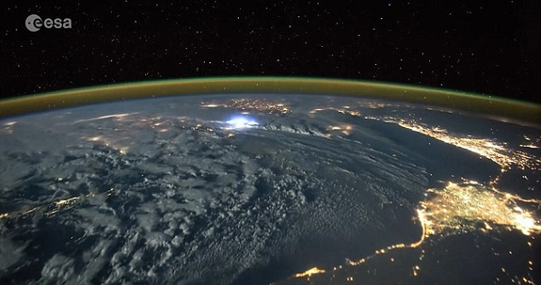 perierga.gr - Πώς φαίνονται οι κεραυνοί στη Γη από το Διάστημα;