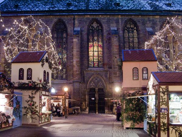 Πόλεις του κόσμου στολίζονται χριστουγεννιάτικα...