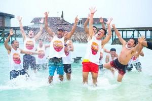 perierga.gr - Aφεντικό πρόσφερε διακοπές στις Μαλδίβες στους 100 υπαλλήλους του!